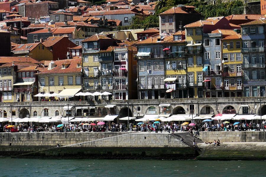 Porto quartier de ribeira et ville basse for Piscine a porto portugal